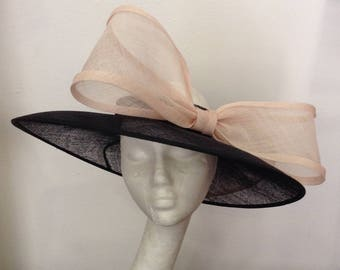 """Cape ceremony nude pink and black headband, pattern """"Audrey"""""""