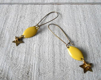 Earring bronze sequin lime green enamel and gold star detail
