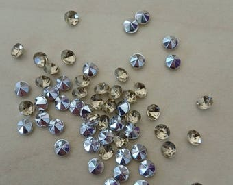 Beige conical rhinestones 4 / 4.5 mm