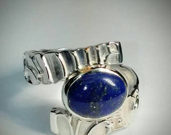 Sterling silver oval blue lapis ring.