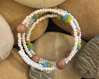 Bracelet à mémoire de forme - Perles en bois de rose et en porcelaine