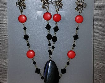 Jasper necklace with onyx pendant