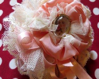 "Brooch Shabby Chic ""POMPADOURISSIME"" powdery pink lace and satin"