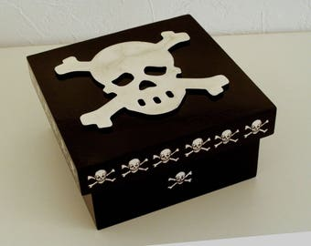 "Box wood ""Pirate black"" skull"