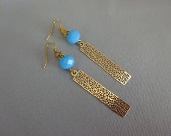 Vintage gold charm, Perle blue earrings.