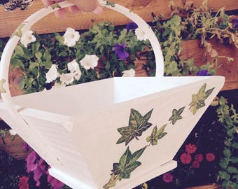 Small white basket decorated by hand