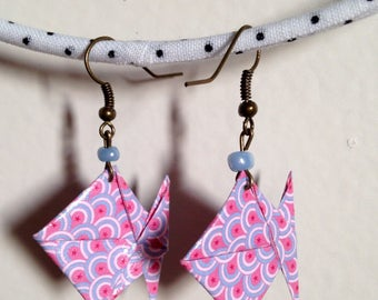 Pink and blue origami earrings. With fish scale pattern.
