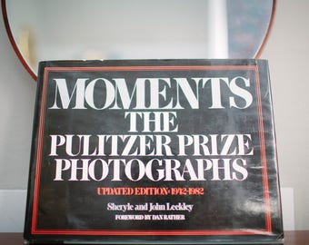 Moments - The Pulitzer Prize Photographs - Updated Edition: 1942-1982