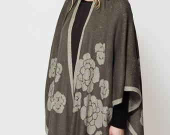 Floral Design Gold Thread Knitted Cape Scarf