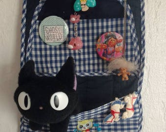 Kawaii 80s hanging organizer with pockets and crude animal art