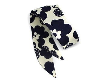 Handcrafted Large Flowers navy on cream necktie