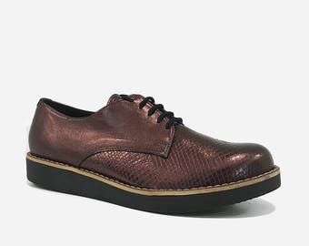 All leather lace up derby shoe