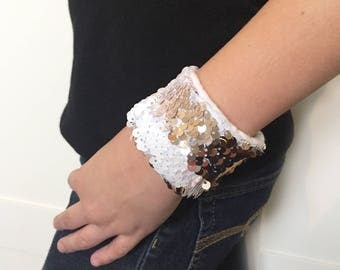 Reversible Sequin Mermaid Kids Braclet, Double Sided Sequins, Girl Accessory, Draw on Sequins, Fidget toy, Sensory tool, White and Rose Gold