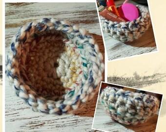 Small crochet basket, mini trinket basket, knick knack holder, home decor, crochet basket for small items, Hudson bay yarn, mini round bowl