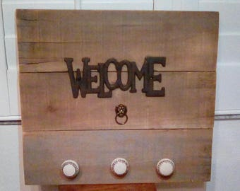 Rustic Cast Iron Welcome Pallet Art Wall Hanging with Ceramic Knobs