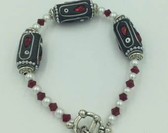 Pearl&Red Swarovski crystal bracelet with silver finishes