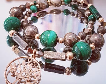 Bracelet double turn gemstones: Malachite and Pyrite with a tree of life pendant and beads pl. yellow gold