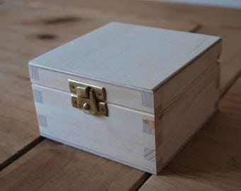 Small Plain Wood Wooden Box 10x10x6 cm Lockable Latch for Decoupage,