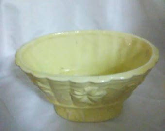 Vintage Hull oval yellow planter. Pottery
