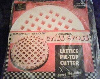 Retro Vintage Lattice Pie-Top Cutter (never opened)