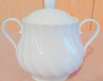 Mint Condition Oscar Del La Renta Sugar bowl w/ lid M3001 Oasis7