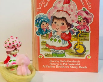 Vintage lot of Strawberry Shortcake book and bath toy