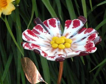 Glass Garden Stake Flower Yard Art Red and White with Copper Stem & Leaves