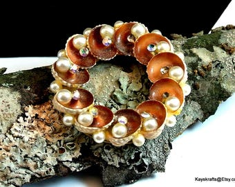 Round Sea Shell Wreath Brooch Pin Vintage Brown Shell Brooch Shell Rhinestone Pearl Brooch Wreath Style Brooch