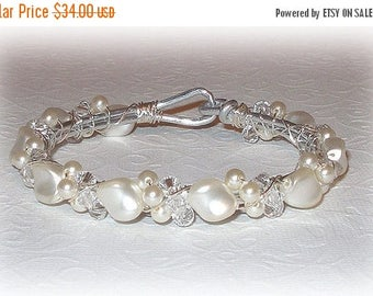 20% OFF Wave Pearl Bangle Bracelet