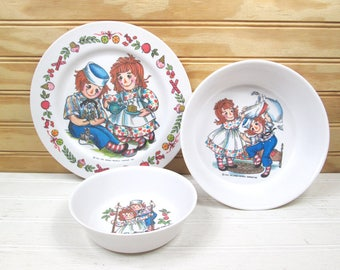 Vintage Raggedy Ann & Andy Oneida Deluxe Child's Dish Set Plate Bowls Plastic 60s