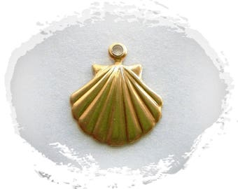 CLOSEOUT BRASS (20 Pieces) Scallop Shell Brass Charms - Brass Stampings (G)