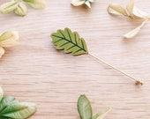 Oak leaf lapel pin . Wooden pin . Wooden brooch . Badge . Nature lover . Gift for Him . Bridegroom . Best man gift . Outdoor lover . Groom