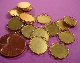 20 Brass Round Lace Edged Bezel Cups 11mm