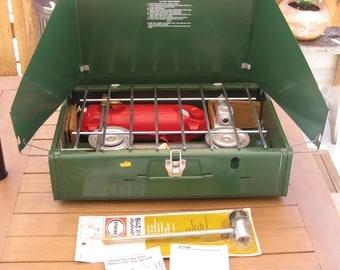 Vintage Coleman Double Burner Camp Stove 1977 Model No. 425E499 Original Box