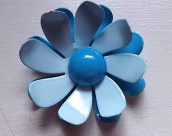 Vintage mod enamel flower pin or brooch two tone bright and light blue daisy dimensional