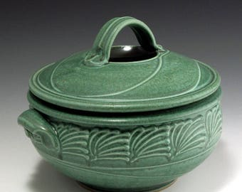 Pottery, Stoneware, Hand thrown, Two Quart Casserole, Green, Slip-Trailed, John Bauman, SHIPPING INCLUDED