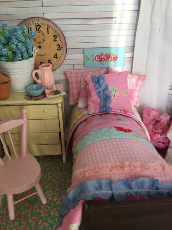 Miniature Farmhouse Strip Quilt, Bedding, Bed and Mattress - Dollhouse Single sleigh Bed