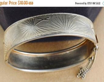 On sale Pretty Vintage Gold tone Fern Bangle Bracelet (R1)