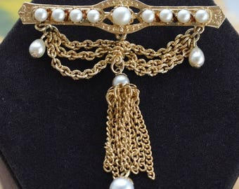 ON SALE Elegant Vintage Faux Pearl, Gold tone Bar Tassel Brooch, Pin (O12)