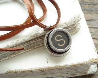 Typewriter Key. Personalized Letter S Necklace. Typewriter Necklace. Vintage Typewriter Key Necklace. Typewriter Jewelry. Initial Necklace.