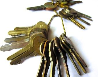 25 Bargain keys Inexpensive keys Vintage flat keys Artist supply keys Art supply House keys Cheap key Destash keys Lot of keys Bulk keys #32