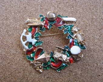 Festive enamel Christmas holiday wreath brooch pin