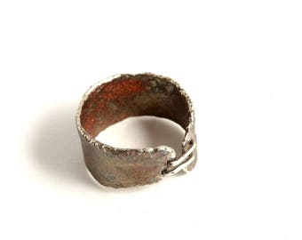 """""""Corset of oxide"""" reticulated and oxidized silver ring"""