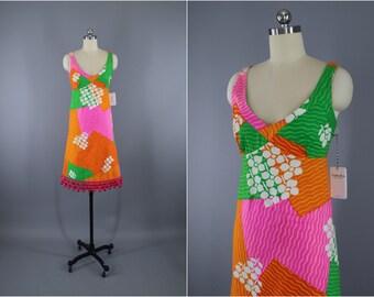 Vintage 1960s Dress / 60s Hawaiian Print Dress / Halter Sundress / Aloha Dress / Hot Pink Floral Print / Malia Hawaii / Size XXXS XXS Teen