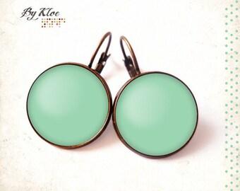 Earrings sleepers cabochons Pantone hemlock color glass • •
