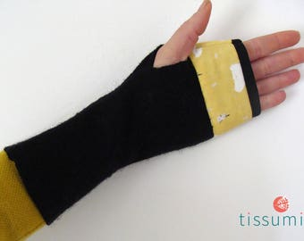 Black fingerless gloves wool BOILED and printed yellow poppy