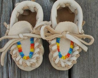ON SALE Baby Christmas gift , Beaded baby moccasins , Tribal baby moccasins , Newborn baby moccasins , Infant shoes , Crib shoes , Baby show
