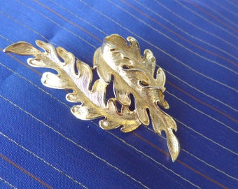 Twisting Leaves Brooch - Beautiful gold tone  brooch Large twisting leaves excellent condition