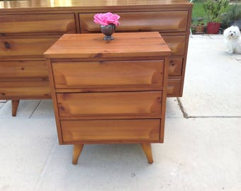 MCM FRANKLIN SHOCKEY Sculptural 2 Drawer Night Stand / Sculptured Wave Front Nightstand / Mid Century Night Stand at Retro Daisy Girl