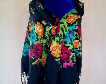 Vintage Soviet floral black wool shawl. Boho scarf, shawl. Babushka shawl. Fringed shawl. SC013